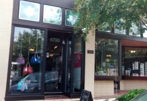 MecVelle's Handbags and Accessories, known online celebrates their grand opening Downtown!